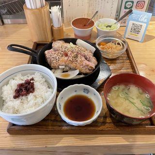 鉄板焼き 豚ステーキ定食(豚ステーキ&牛タンステーキ 十一(といち) 六本松店)