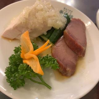 蒸し鶏と叉焼の冷菜
