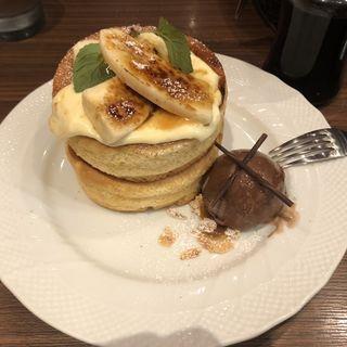 バナナカスタードブリュレのスフレパンケーキ