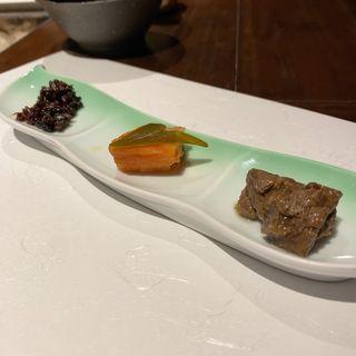 前菜三種(蜂の子、鱒の南蛮漬け、鹿のヒレ肉)