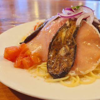 生ハムと茄子のアンチョビー風味マリネ入り冷製スパゲティ(ラ・タベルナ )