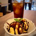 バニラアイスクリーム+チョコレートソース