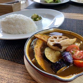 素揚げ野菜の大盛りスープカレー