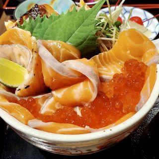 鮭サーモンいくら親子丼(魚屋 みらく劇場)