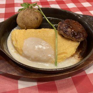 モッツァレラチーズのオムレツとハンバーグ