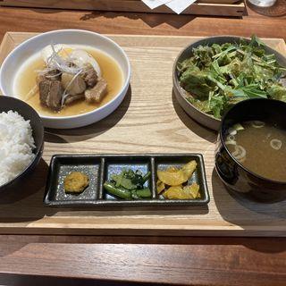 豚バラのビール角煮定食(麦酒堂 かすがい)