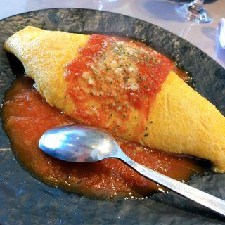 トマトチーズオムライス(つきのうさぎカフェ 満月のオムライス&パフェ)