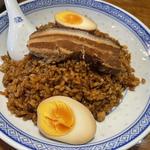豚角煮と味玉のせ醤油チャーハン