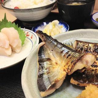 秋刀魚の開き焼きとホタテの刺身