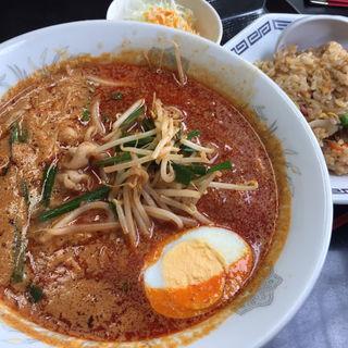 担々麺ランチ (担々麺、半チャーハン)