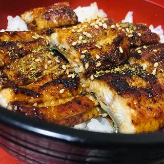 お昼の鰻丼