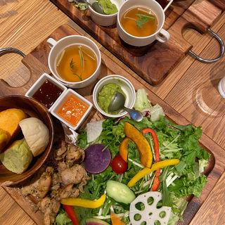 季節野菜のガーデンプレート ハーブチキン