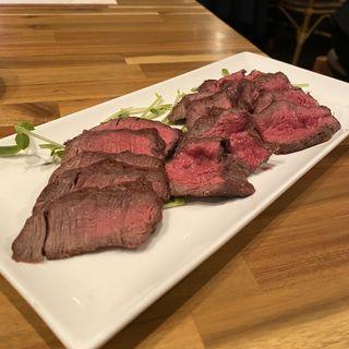 熊本県産赤牛のタタキ