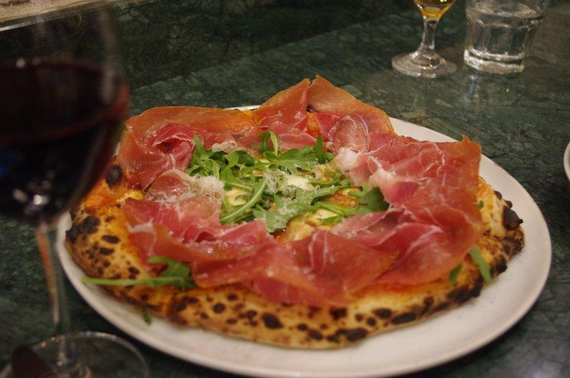 プロシュートピザ